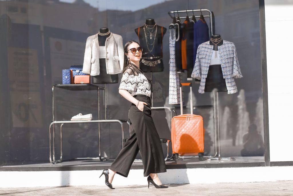 """Giờ mình có rất ít quần áo nhưng thực sự thì chúng rất chất lượng và đắt tiền, mình luôn tin vào câu nói """"Tiền nào của nấy"""" chưa bao giờ sai, mình ngừng mua sắm những thứ linh tinh, hàng khuyến mãi và bị dao động bởi những lời mời mọc quảng cáo trên phố."""